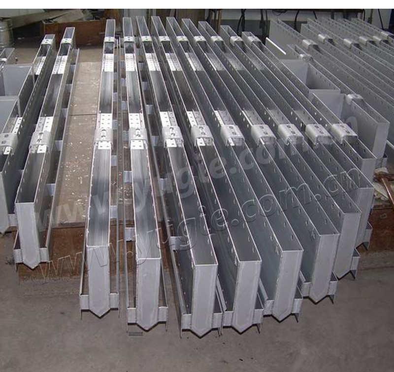 Weir Type Liquid Distributors